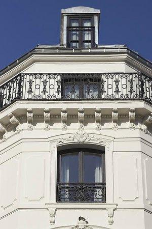 Hotel De Nell: Facade