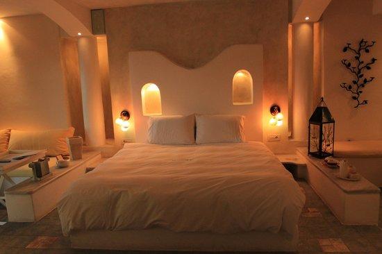 Astarte Suites:                   Honeymoon Suite