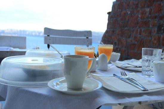 Astarte Suites:                   Breakfast