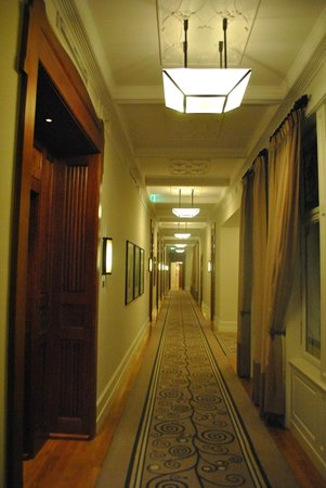 Four Seasons Hotel Gresham Palace:                   doors