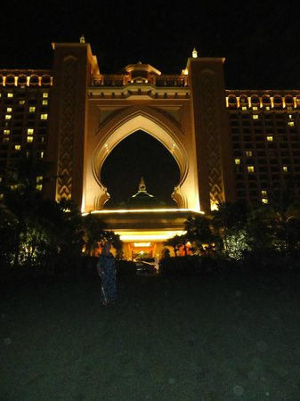 Atlantis, The Palm:                   Night view