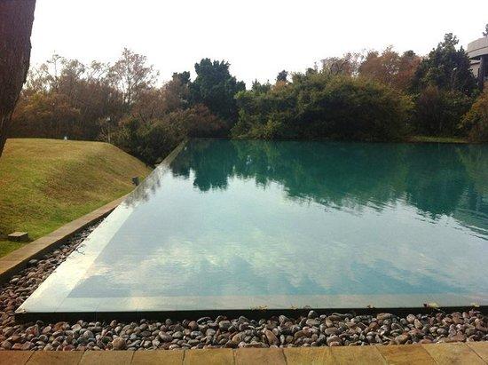 Qunu Restaurant:                                     pool area