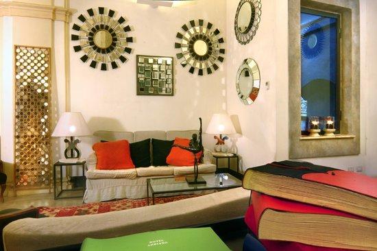 Hotel Adriano: Hall