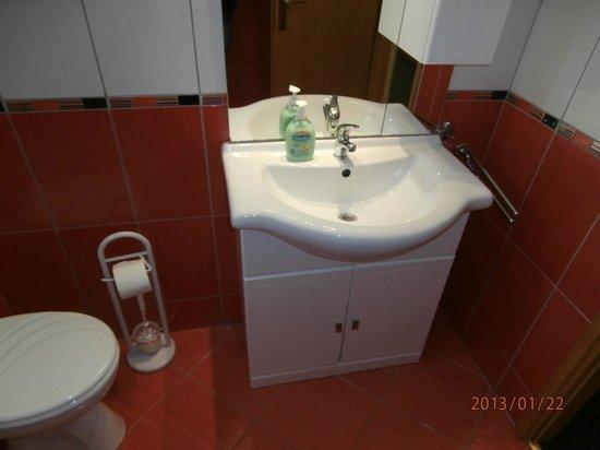 House Klaudija: Bathroom triple room