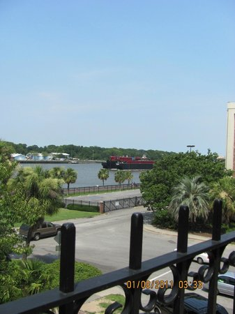 Savannah Visitors Center:                   Outside of Marriott Hotel river view
