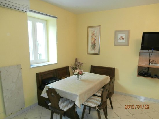 House Klaudija: Dining-two bedroom apartment