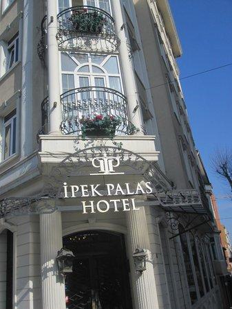 هوتل آيبك بالاس: Πρόσοψη ξενοδοχείου