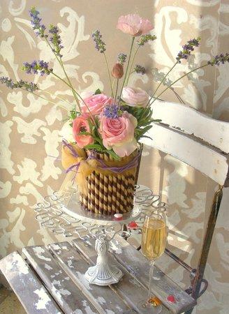 Aunty Bettys: lady cake