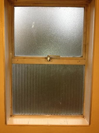 Marco Polo Motel:                                     window in bathroom...