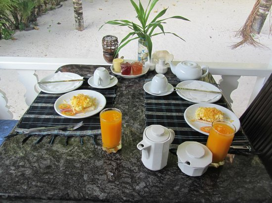 Cap Jean Marie Beach Villas: colazione in veranda