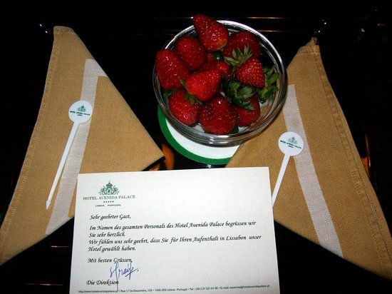 أفينيدا بالاس:                   Willkommensgruß des Hotels                 