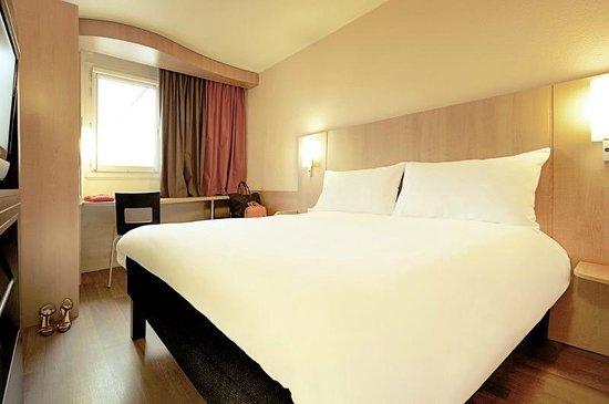 Ibis paris porte d 39 orleans updated 2018 hotel reviews price comparison montrouge france - Parking porte d orleans paris ...