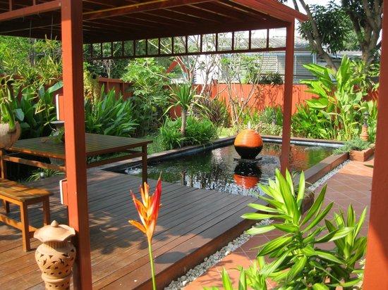 Ruenkanok Thai House: Aussicht von der Veranda
