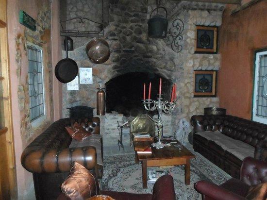 La Provence D'Afrique:                                     Fireplace