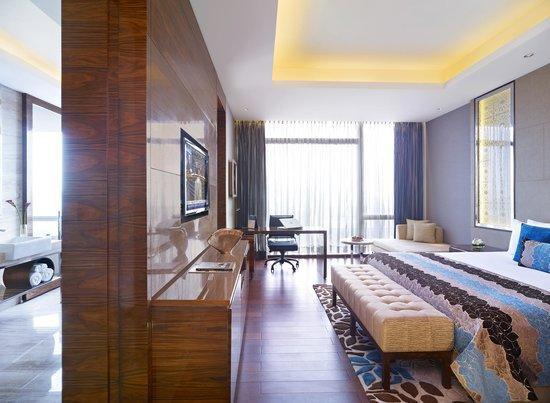 Vivanta by Taj - Gurgaon, NCR: Room
