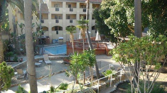 Catalina Canyon Resort & Spa:                   The pool and hot tub area
