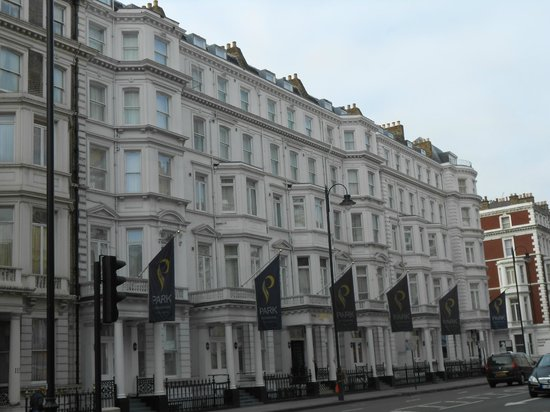 Park International Hotel:                   From Cromwell Road