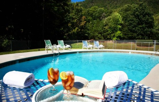 Christopher Place Resort: Relax by the pool