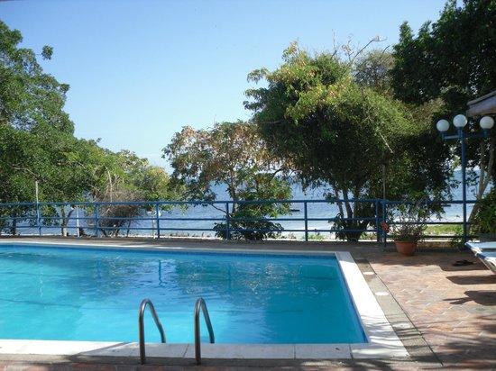 Margabella Suites :                   piscina dell'hotel