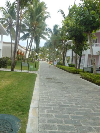 ClubHotel Riu Bambu:                   walkway to the beach and Mamajuana restaurant