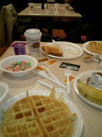 Canada Drive Hotel and Suites:                   Breakfast