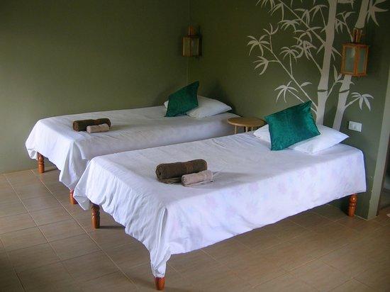 เอสเคป เคบินส์: Einziges Zimmer im Resort mit zwei Betten.