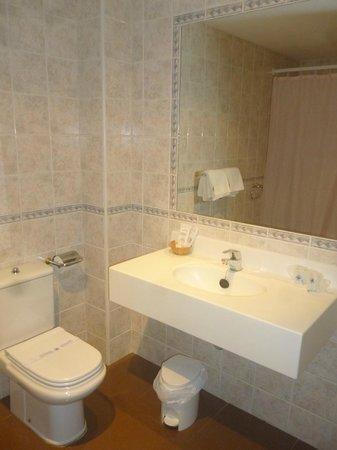 Apart-Hotel Los Jardines: Baño