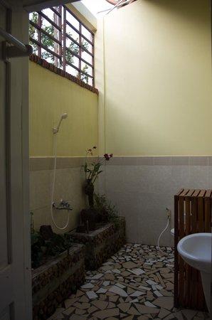 Bamboo Cottages & Restaurant:                   Open bathroom