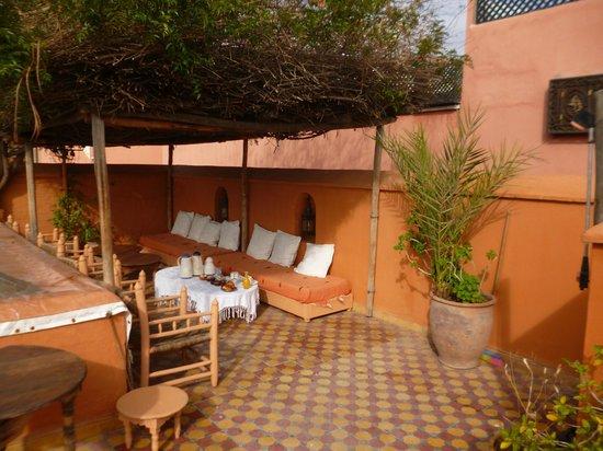 Dar Touyir:                   Petit dej en terrasse