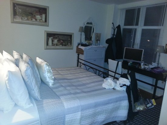 Boogaard's Bed and Breakfast:                                                       Another view of our room.