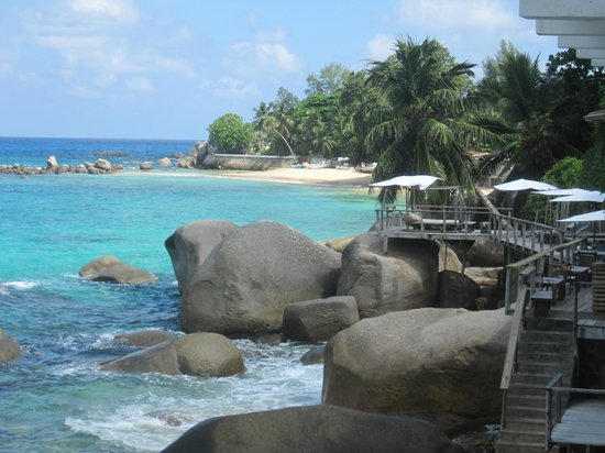 Bliss Hotel Seychelles:                   vue du balcon, terrasse de l'hôtel