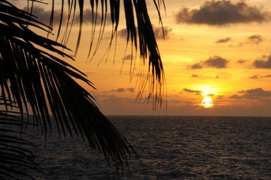 Bliss Hotel Seychelles:                   soleil couchant