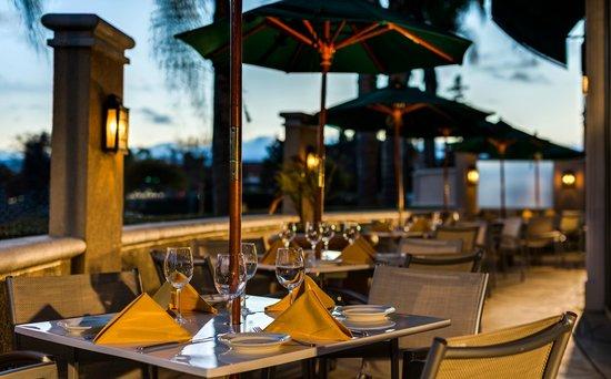 Hilton Santa Clara Restaurant Lounge