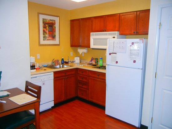 Residence Inn Las Vegas South:                   Kitchenette/dining