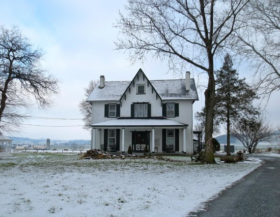 Stoltzfus Bed & Breakfast : Our enchanting home awaits you