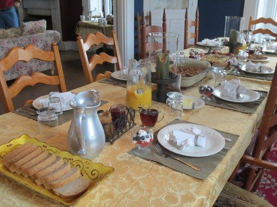 Stoltzfus Bed & Breakfast: Dining