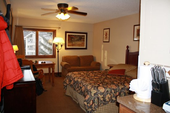 Falcon Point Resort:                   The bedroom and desk/eating area