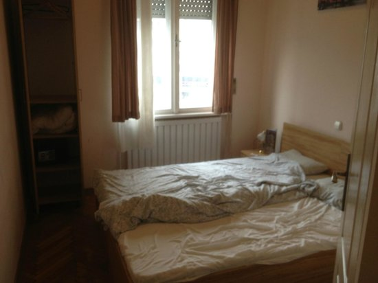 Centrooms House:                   vista complessiva della camera e degli spazi di fruizione
