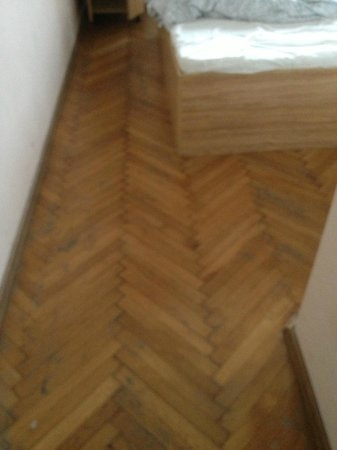 Centrooms House:                   dettaglio pavimento