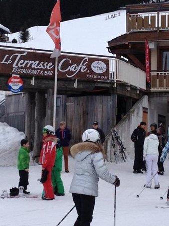 Le Terrasse Café :                   vue des pistes
