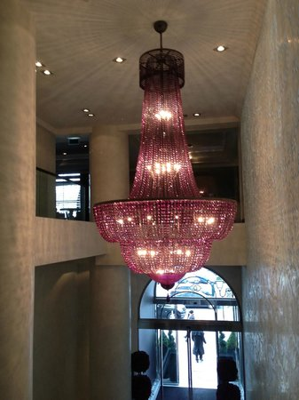 Sofitel Brussels Le Louise:                   CHANDELIER LOBBY