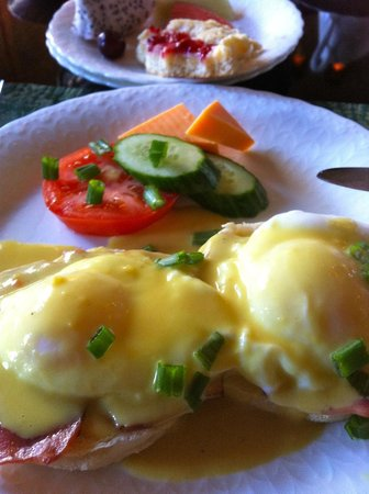 English Bay Inn:                   Eggs Benny!