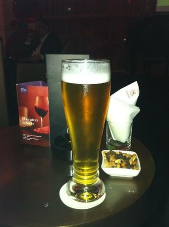 Sheraton Porto Hotel & Spa:                   after a long day, a nice beer in the Sheraton Bar