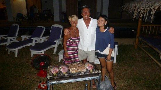 Lamai Beach Residence :                   devant le bbq où cuisent poissons et gambas