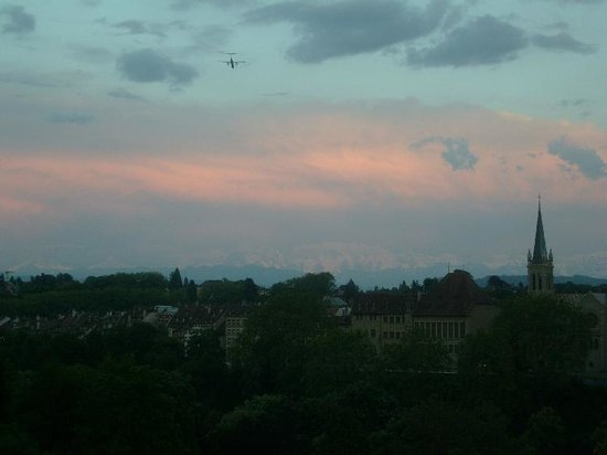 Bern Youth Hostel:                   sunset - Bern with Alps - taken from Lorrainebrücke
