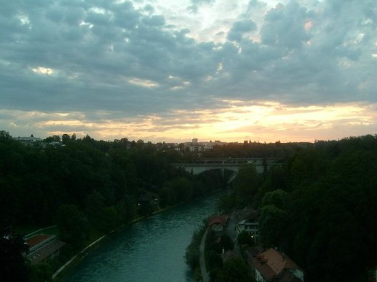 Bern Youth Hostel:                   sunset in Bern - view from Lorrainebrücke