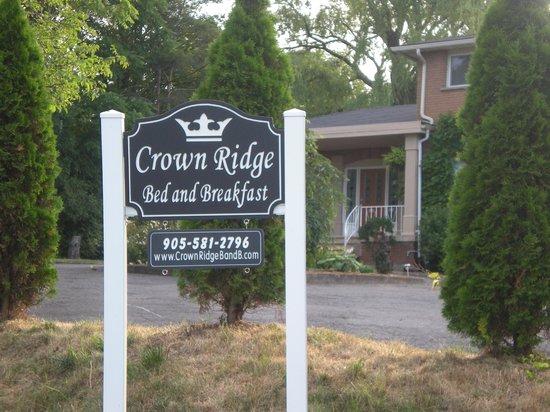 Crown Ridge Bed & Breakfast: Main Entrance