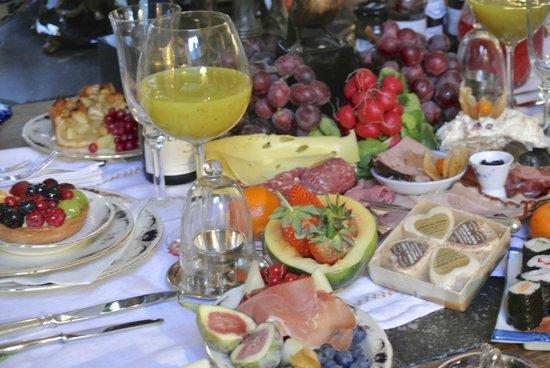 Breitner House:                   Frühstückstisch
