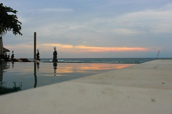 Puri Mas Boutique Resort & Spa:                                     sunset on the pool