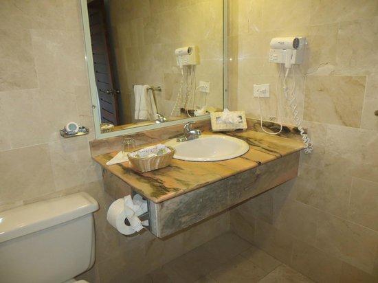 VH Gran Ventana Beach Resort:                   bathroom